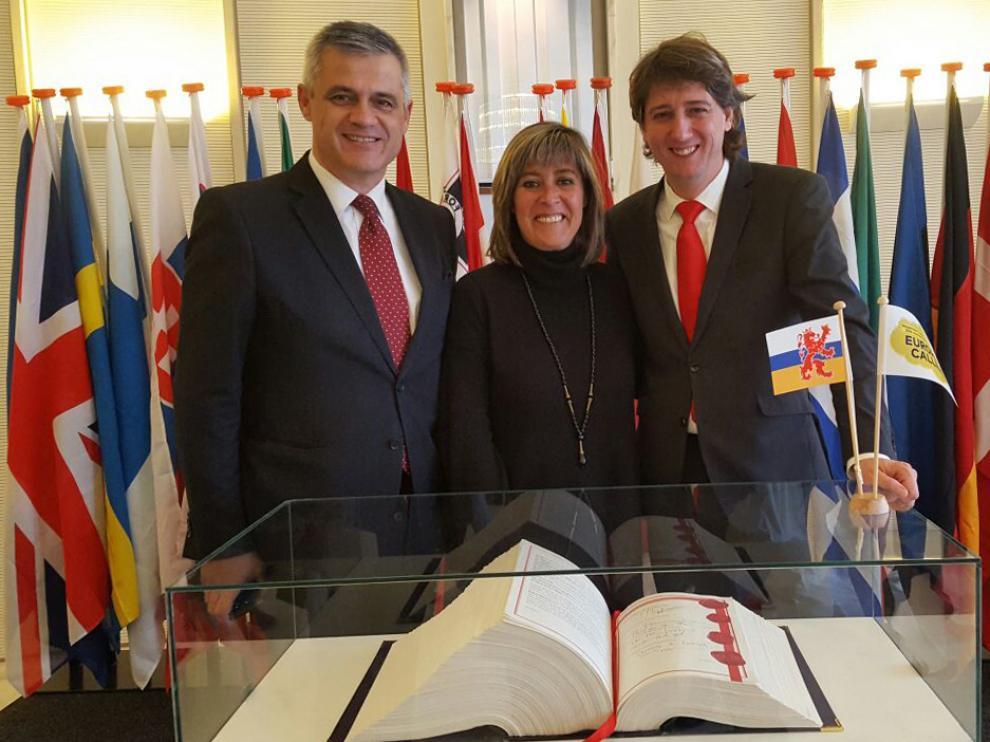 El alcalde de Soria, Carlos Martínez, a la derecha, en la ciudad holandesa de Maastricht.