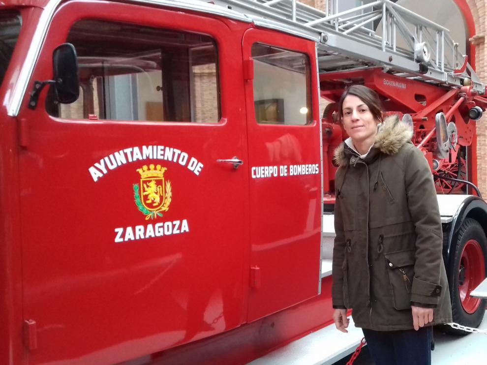 Noemí Loma Mendoza, nueva bombera del Ayuntamiento de Zaragoza, en el Museo del Fuego.