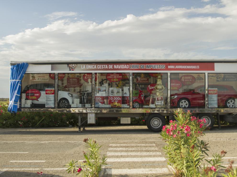 Camión con los premios que incluye la 'Gorda de Navidad' de Castejón.