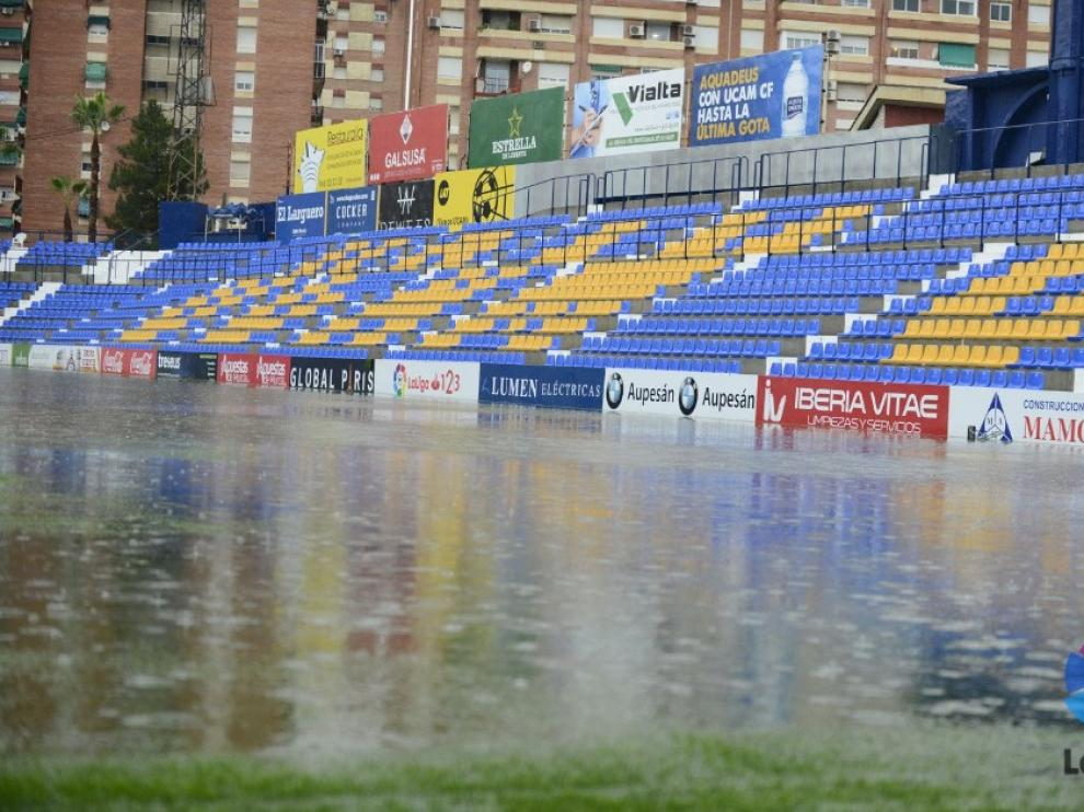 El UCAM Murcia-Levante se aplazó por el estado del césped de la Condomina.