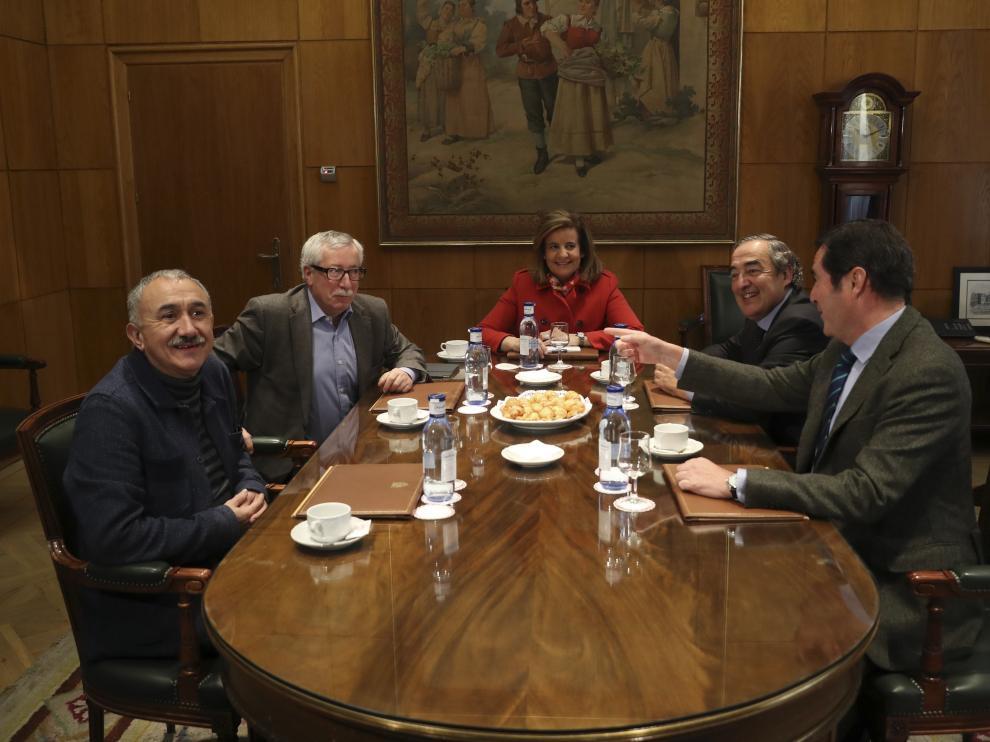 Báñez se ha reunido este martes con los representantes de UGT, CC.OO., Ceoe y Cepyme.
