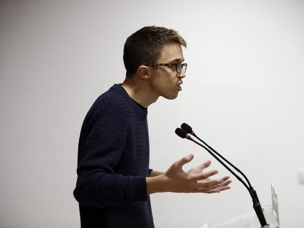 """El secretario político de Podemos, Iñigo Errejón, durante la rueda de prensa en la que ha subrayado que los resultados de la consulta para decidir las reglas de Vistalegre II demuestran que en el partido hay """"dos proyectos equilibrados"""""""