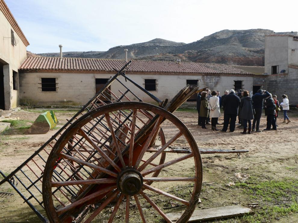 La Masía Roya, que será centro de investigación agrícola, durante la visita ayer de las autoridades