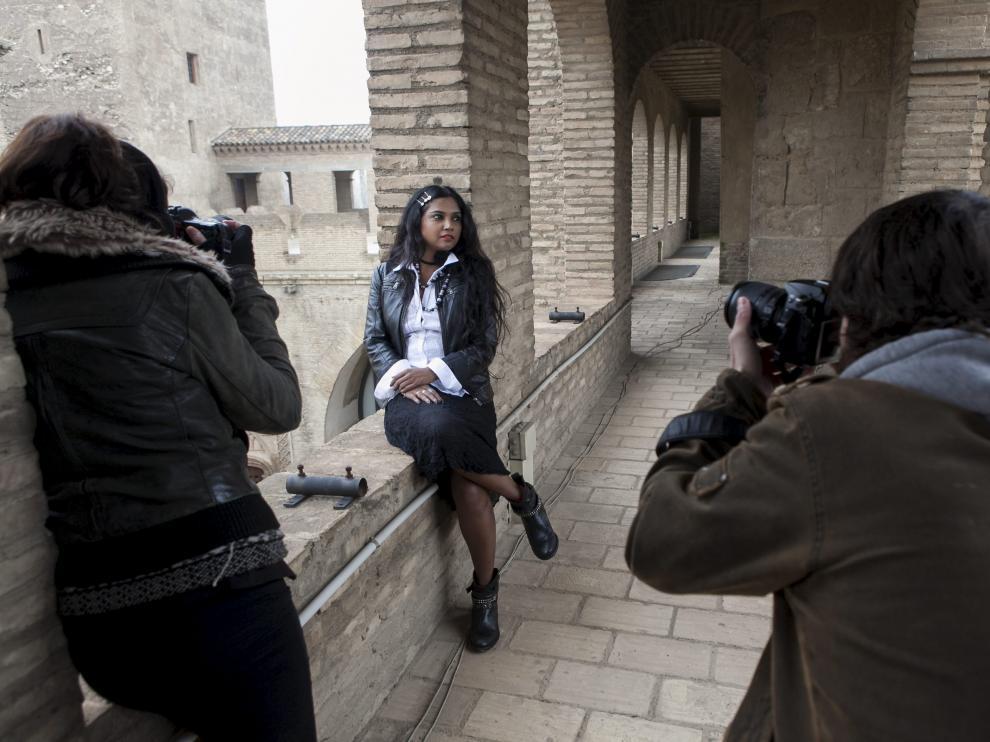Usha Jadhav, en un momento de la sesión fotográfica de ayer en la Aljafería.