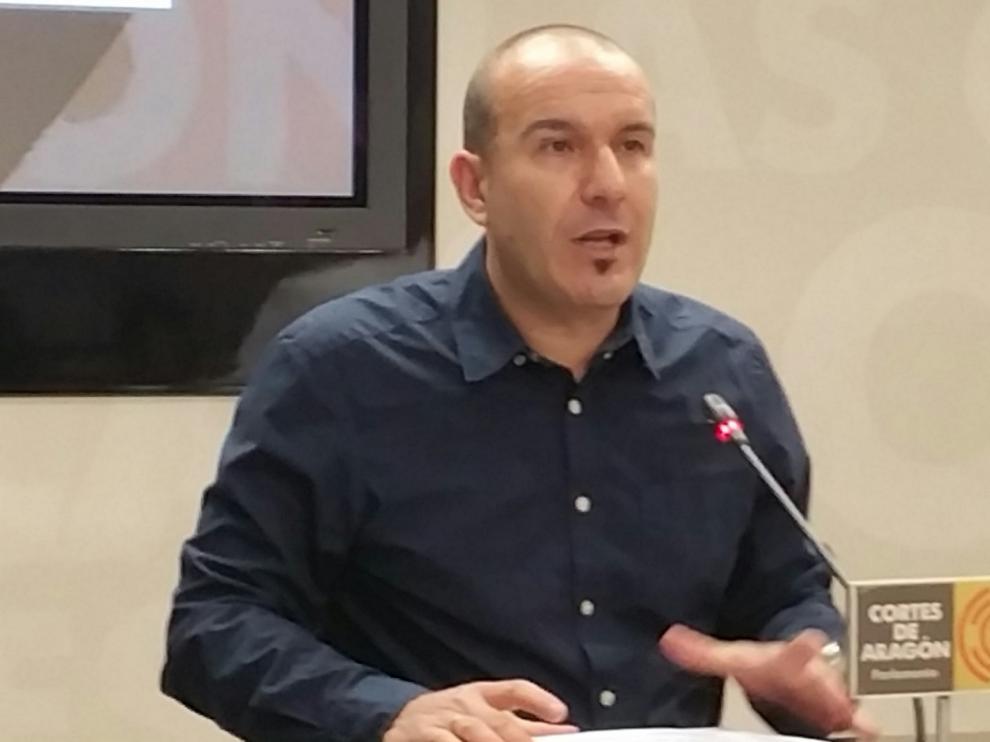 El diputado de Podemos Carlos Gamarra, este jueves en rueda de prensa.