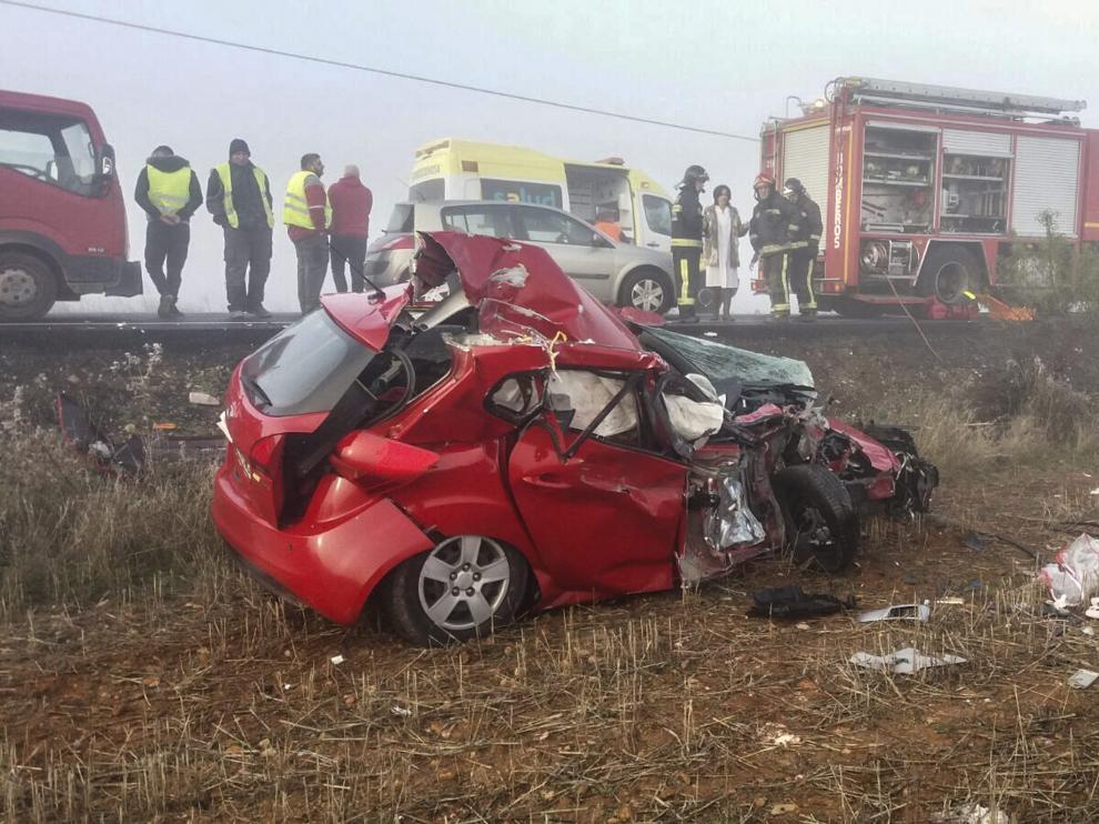 El coche en el que viajaba el matrimonio salió despedido de la carretera y cayó a un campo.