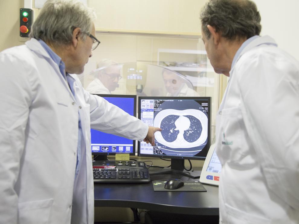 Una consulta de exploración clínica enfocada a las enfermedades pulmonares del Hospital Quirónsalud Zaragoza.