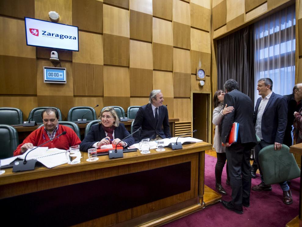 Los concejales retomaron la actividad en la comisión de Economía del Ayuntamiento, en la que la presentación de los presupuestos comenzó con las felicitaciones de 2017