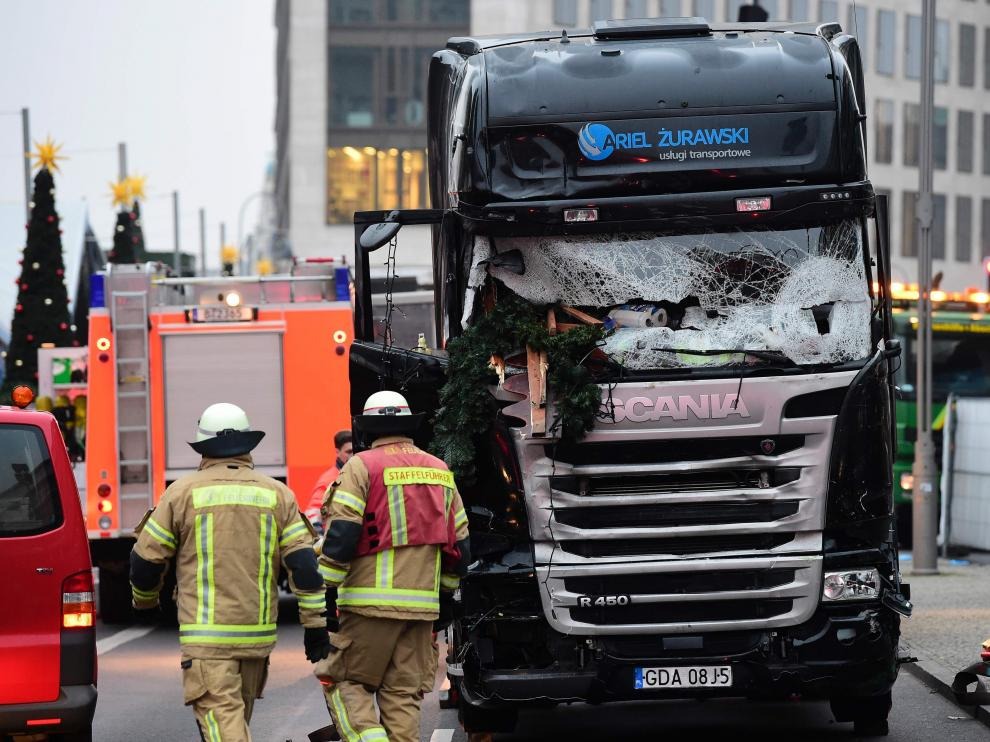 El camión que Anis Amri usó para estrellarse contra el mercadillo navideño en Berlín.