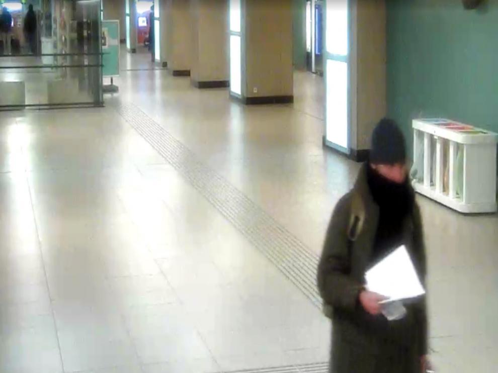 Anis Amri captado por las cámaras de seguridad de la estación Gare du Nord de Bruselas.
