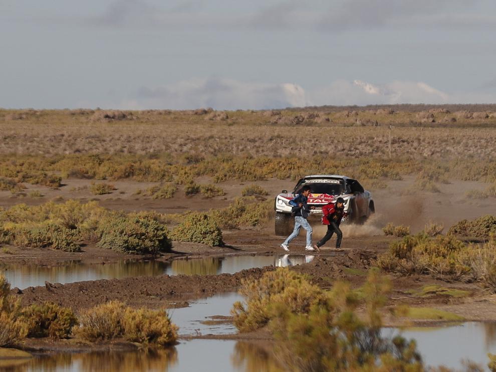 Loeb en la octava etapa del rally Dakar.