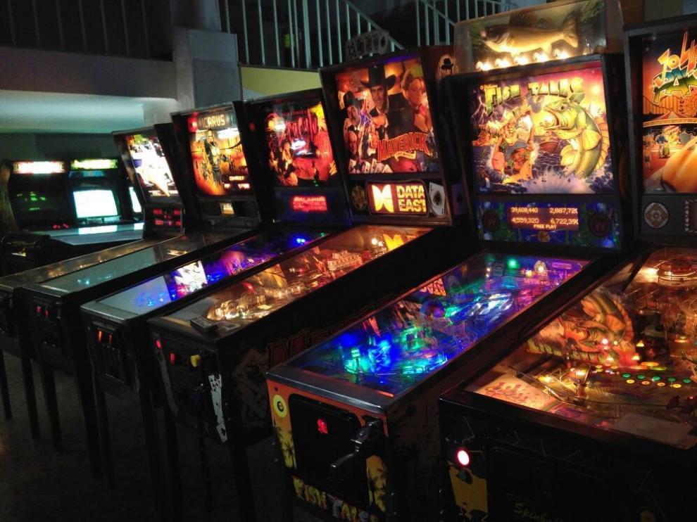 Algunos de los recreativos y 'pinballs', que conserva ARPA