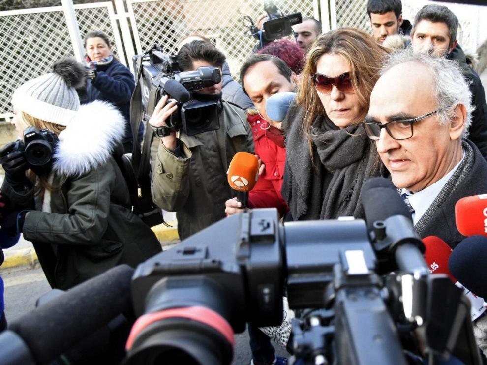 La madre de Nadia, Margarita Grau, llegando a los juzgados.