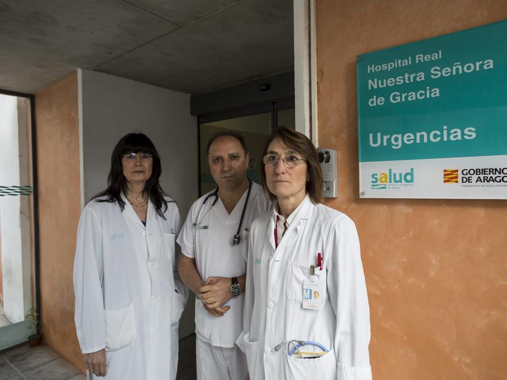 Manuela Morellón, José Luis Esteban y Elvira Samanes, profesionales del servicio de Urgencias del Provincial.