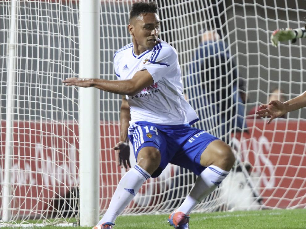 Marcelo Silva, en una acción defensiva en el partido jugado en Mallorca.