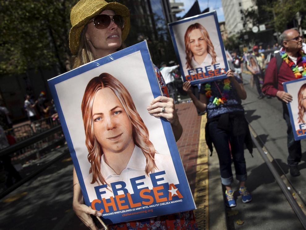 Una concentración de apoyo a Chelsea Manning.