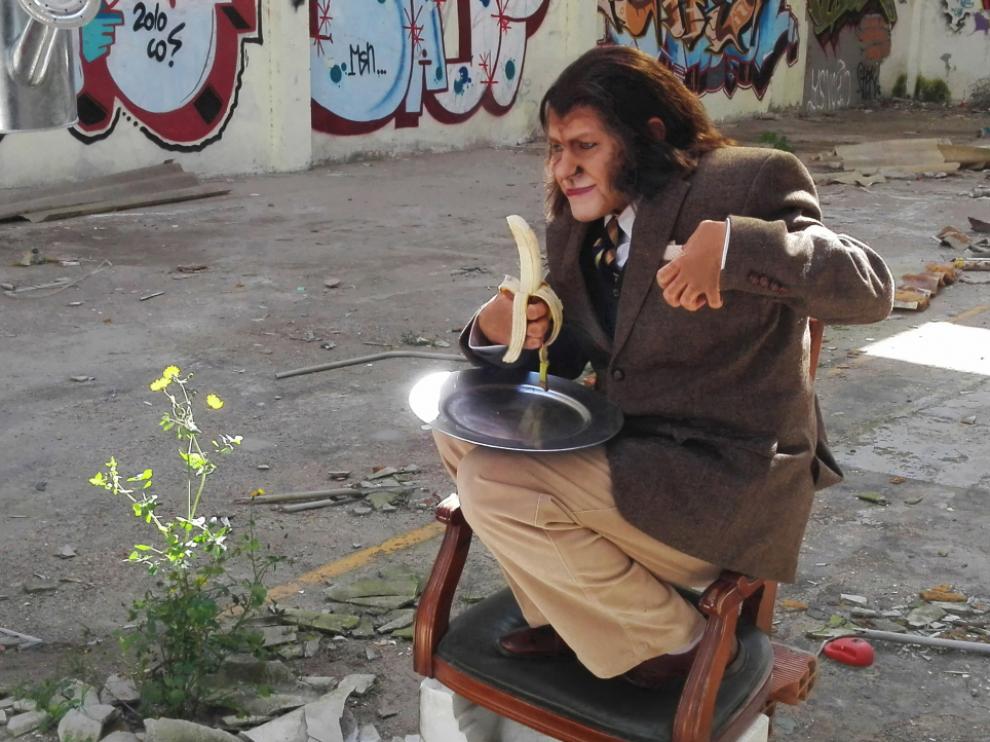 El actor Javier Arnas, caracterizado para su papel del simio Pedro el Rojo