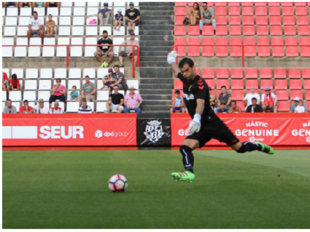 Saja, en un partido con el Nástic en la primera vuelta, y en una imagen en el Nou Estadi del club tarraconense.