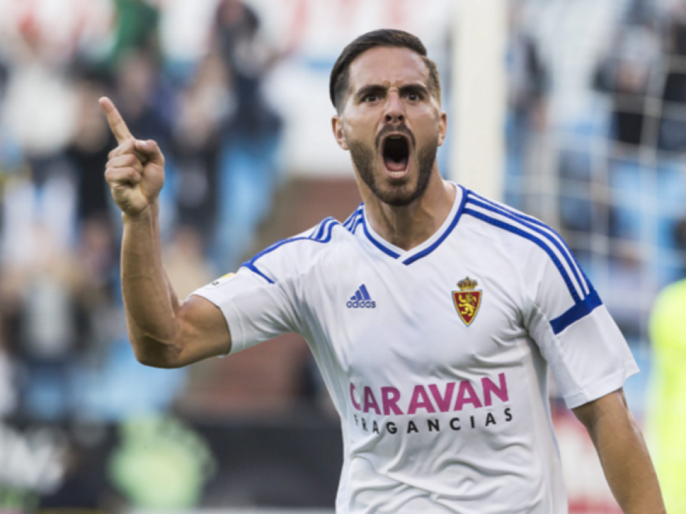 Javi Ros celebra el gol que anotó al Almería en La Romareda, el primero de la era Agné en el banquillo.