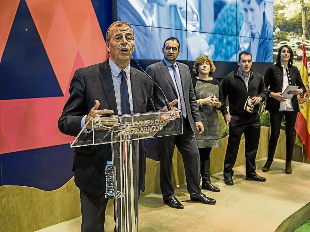 El alcalde de Barbastro y representantes de las Bodegas de Somontano, en la presentación en Fitur.
