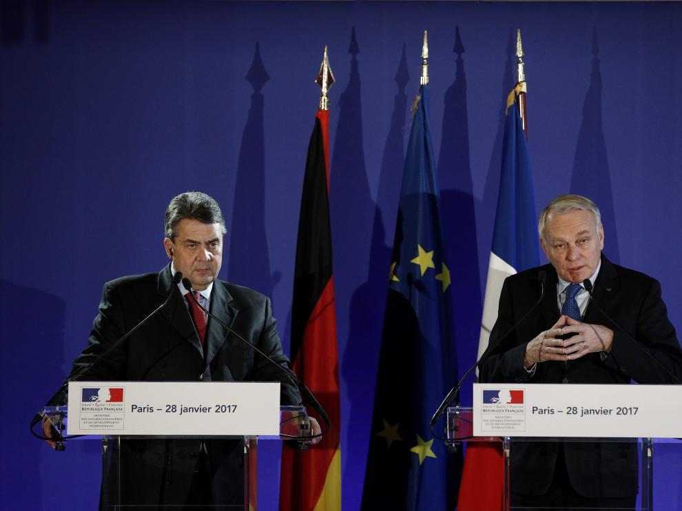 Jean-Marc Ayrault y Sigmar Gabriel, jefes de la diplomacia de Francia y Alemania.