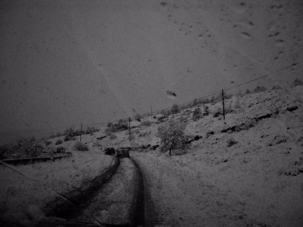 Rescate de dos vehículos en la carretera Linares de Mora-Valdelinares.