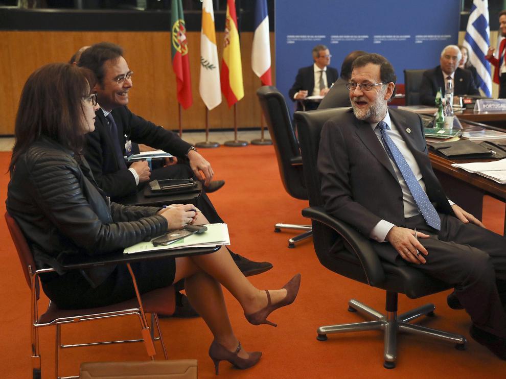 Rajoy, este sábado, durante la cumbre que se celebra en Portugal