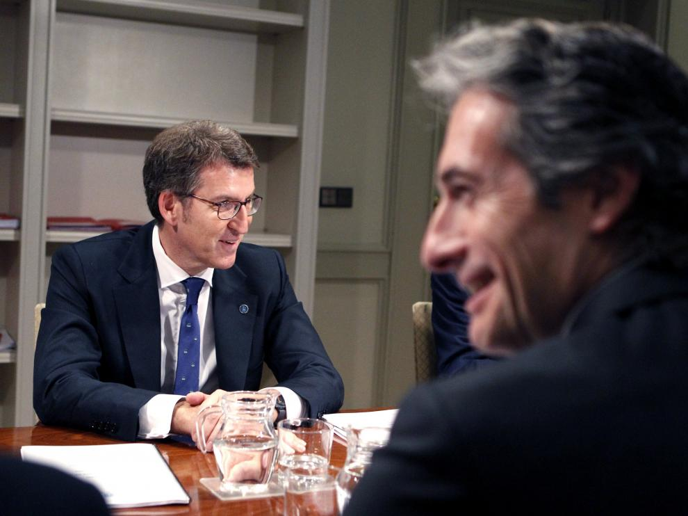 Núñez Feijóo y De la Serna, ayer en Madrid.