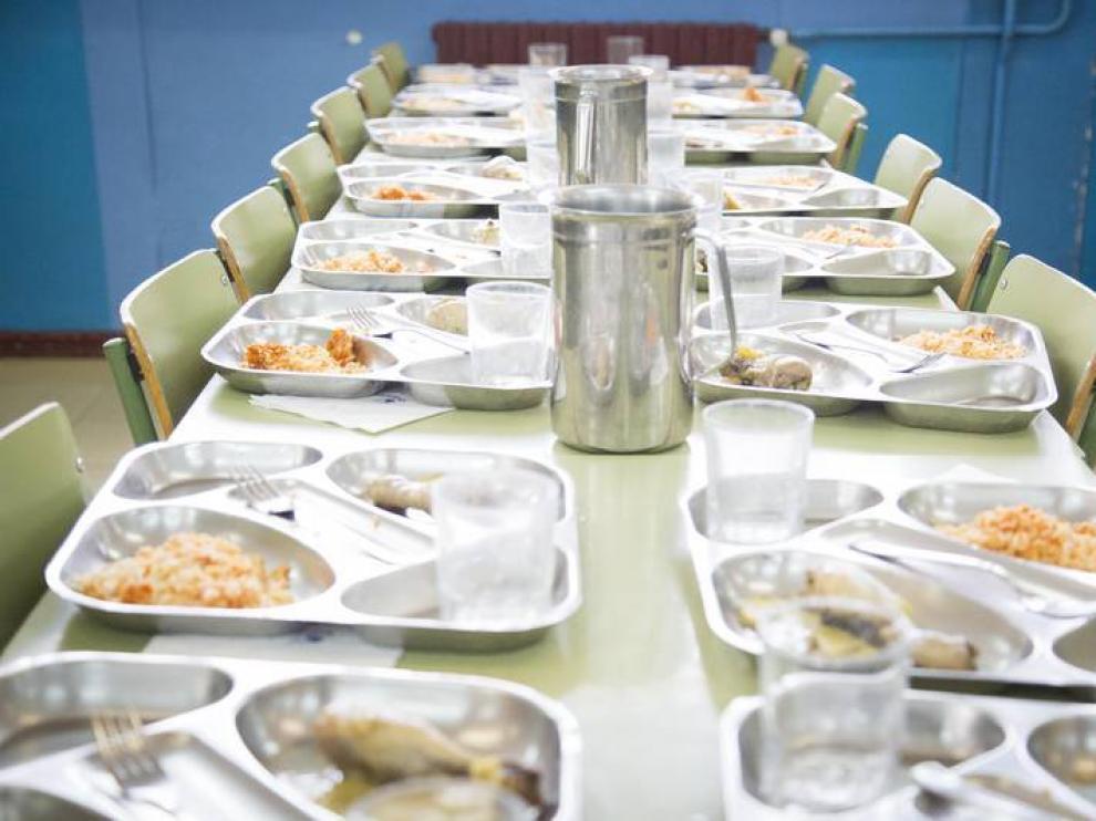 Los menús escolares de unos veinte colegios zaragozanos se ...