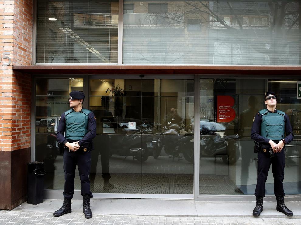 La Guardia Civil cree que CDC pudo desviar dinero al extranjero vendiendo su sede.