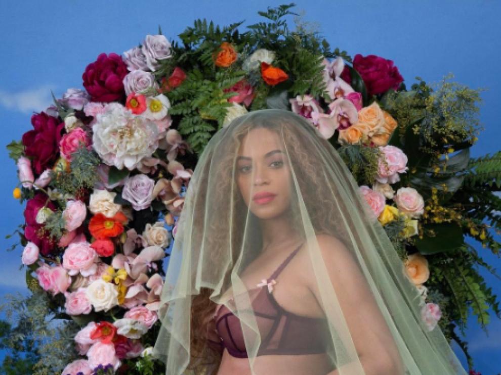 Beyoncé anuncia su embarazo en Instagram.