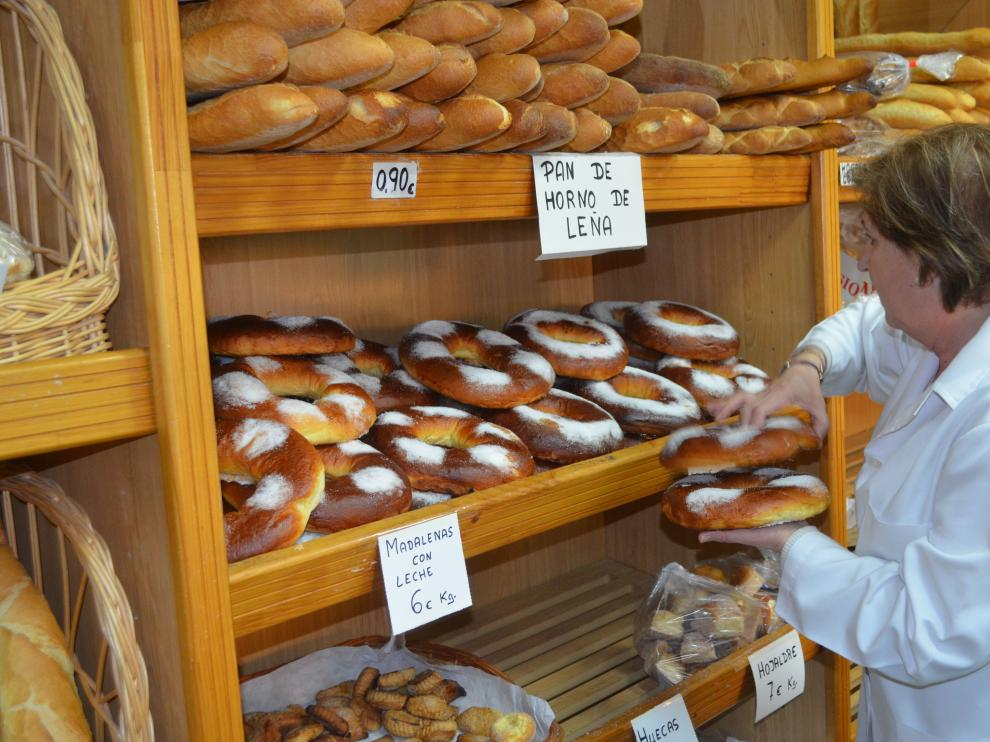 En San Blas, los roscones de masa dormida son el producto más demandados en las panaderías.