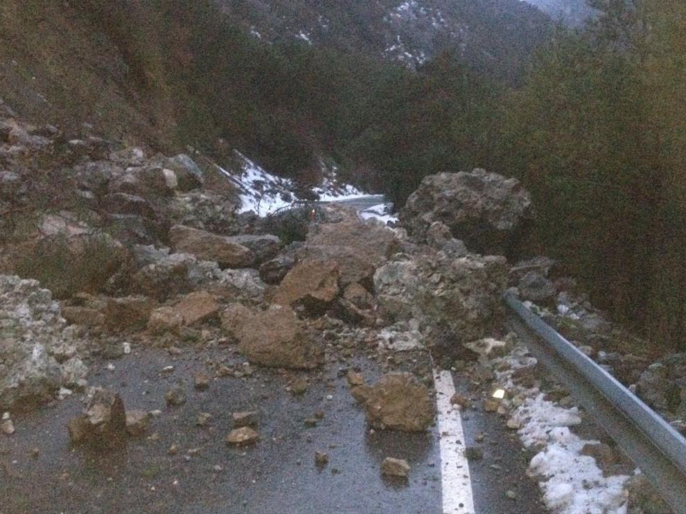 La avalancha de piedras que ha incomunicado el valle de Gistain.
