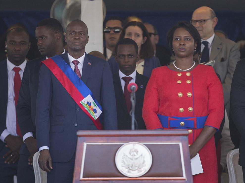El presidente Jovenel Moise junto a su esposa durante la ceremonia de investidura.