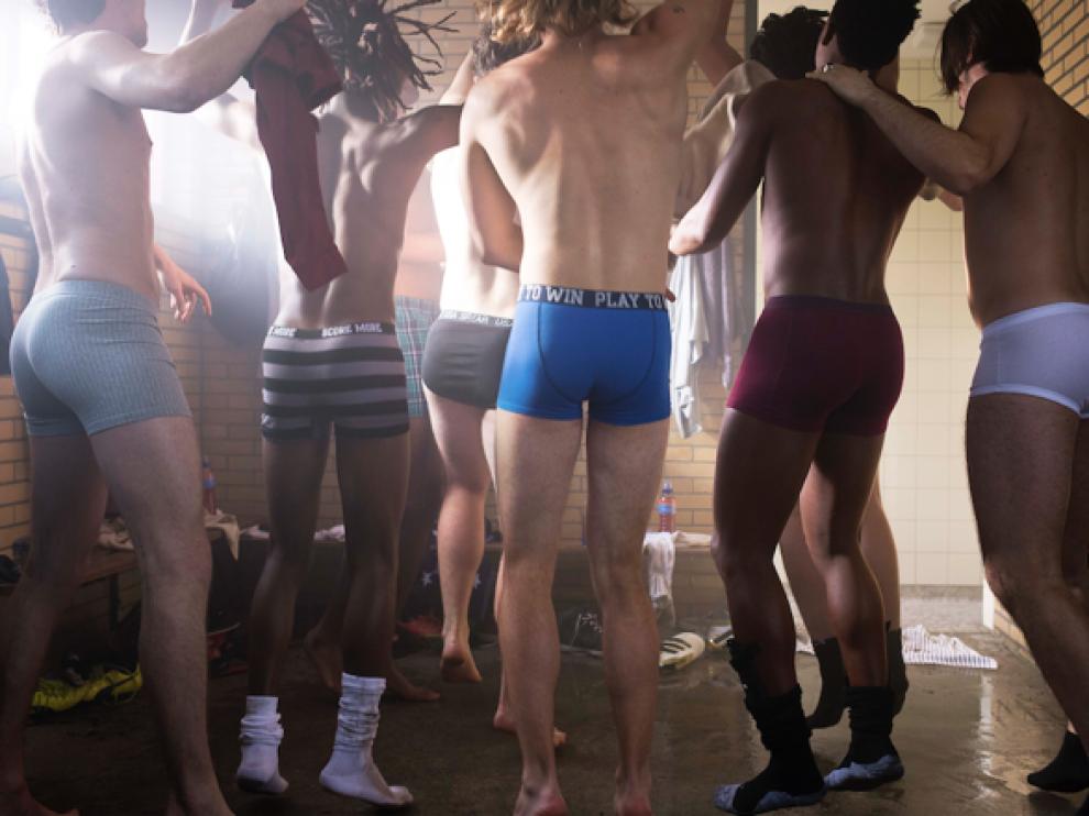 Imagen de un grupo de varones en calzoncillos.