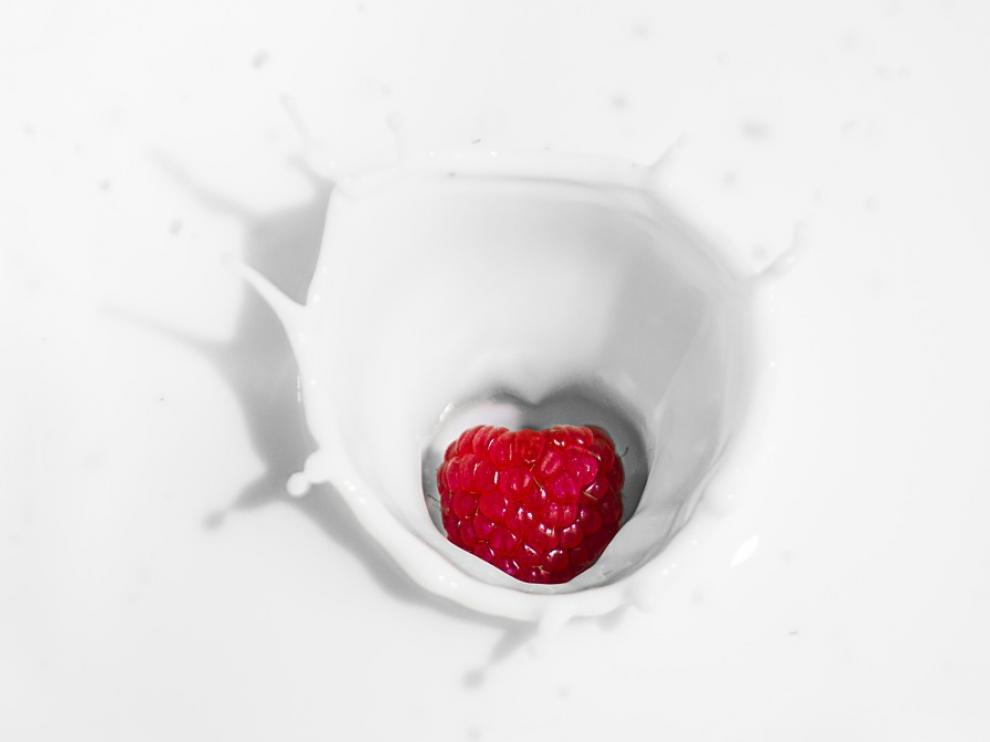 Tomando dos vasos de leche al día, cubrimos más de la mitad de los requerimientos de calcio diarios.