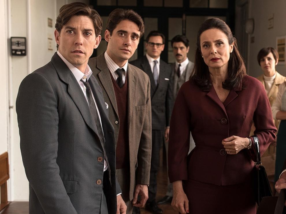 Algunos de los actores de 'Velvet'.