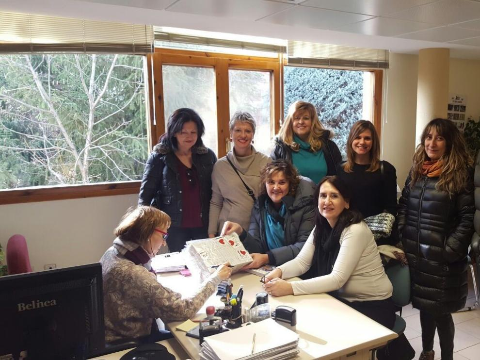 La Plataforma Ciudadana pro Hospital de Jaca ha registrado las firmas en la oficinas del Gobierno de Aragón.