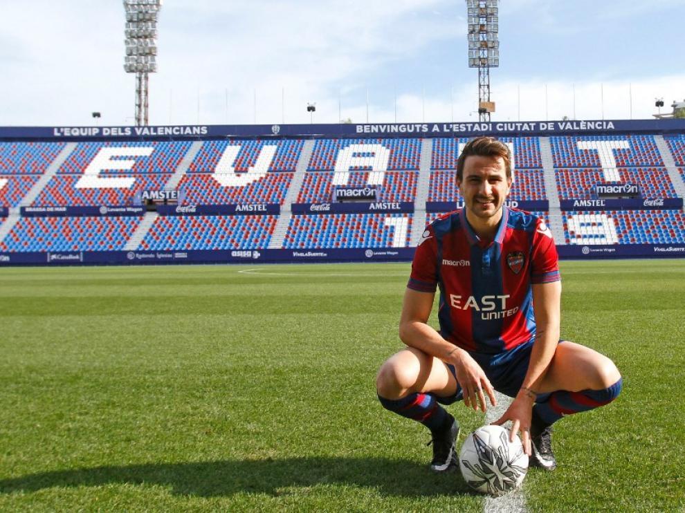 Juan Muñoz en su presentación como futbolista del Levante.