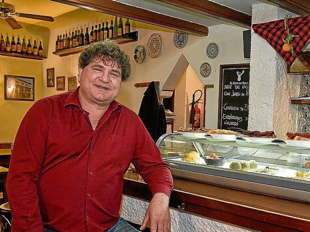 Jesús Jiménez es el dueño de la taberna Coto Chico.