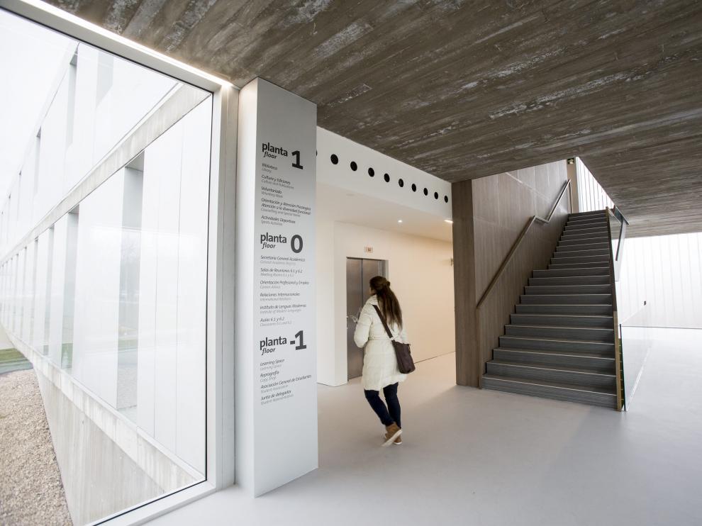 Hall del nuevo edificio de la Universidad San Jorge