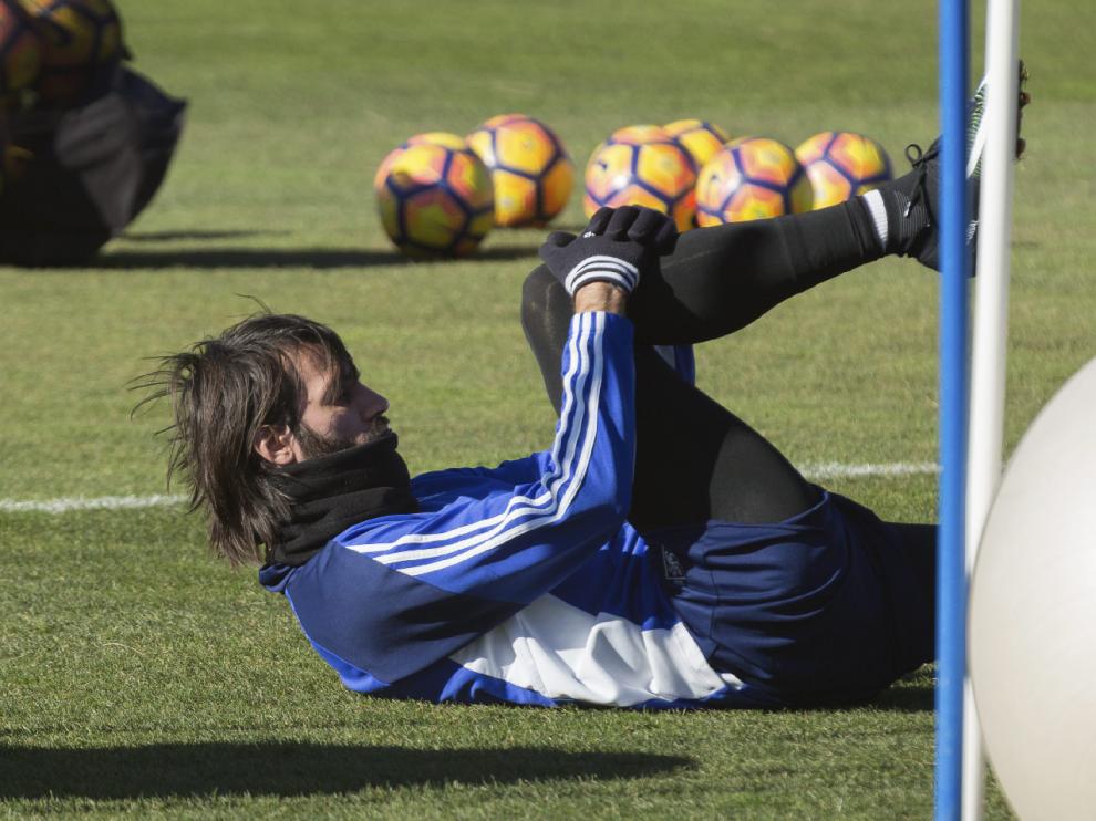 Samaras, en un ejercicio físico sobre el césped de la Ciudad Deportiva.