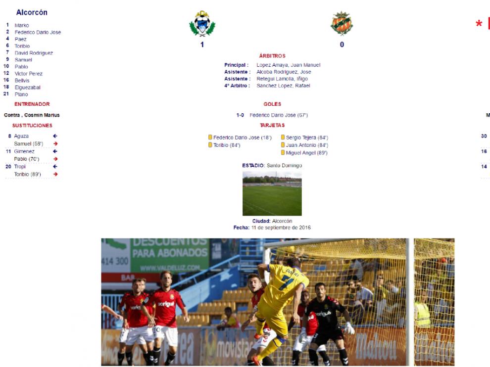 Detalle del acta del partido Alcorcón-Nástic de Tarragona de la 5ª jornada de esta liga, cuando Saja era portero del club tarraconense, allá por septiembre. Abajo, Saja en una jugada de ataque del Alcorcón, esa tarde en el campo de Santo Domingo.