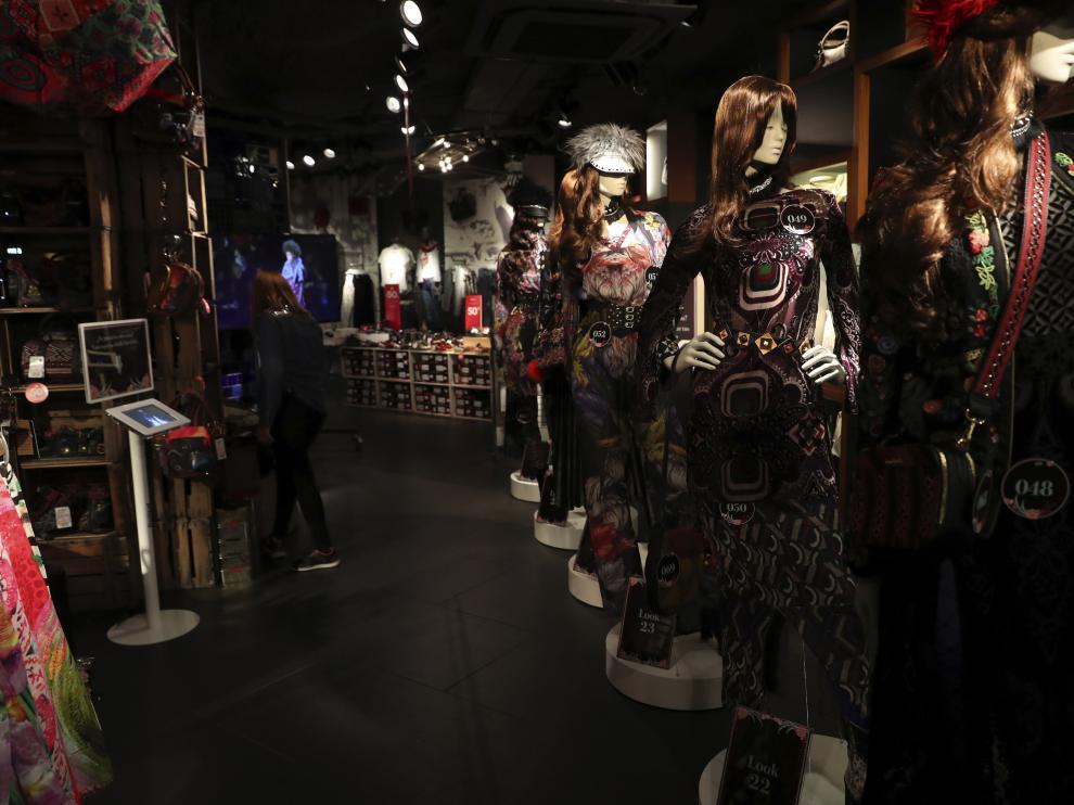La firma exhibió la colección que presentó en Nueva York.