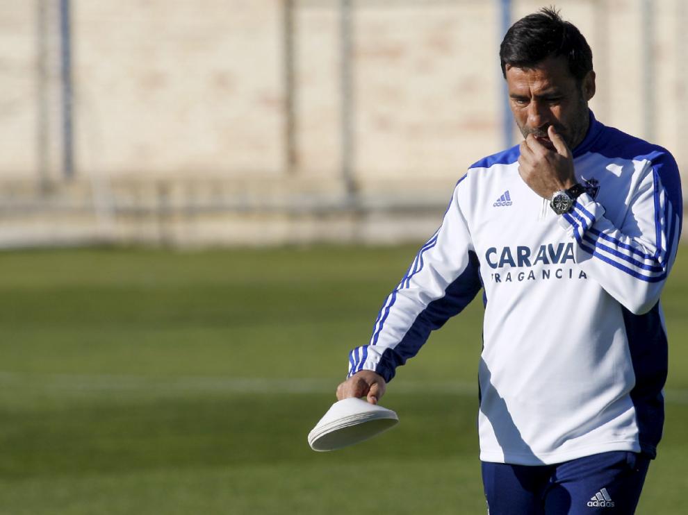 Agné, pensativo en el campo de ensayos de la Ciudad Deportiva.