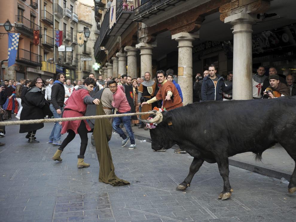 Momento de una de las anteriores ediciones del toro nupcial.