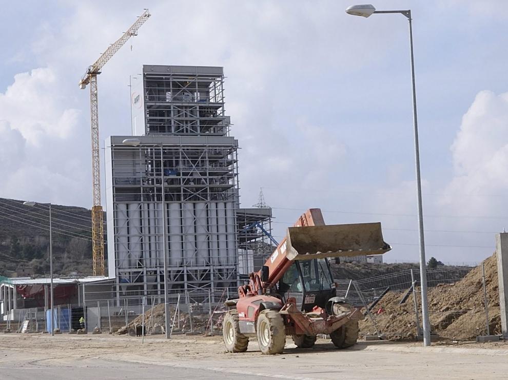 Movimiento en el polígono logístico. El crecimiento de la Plataforma es visible en las obras. Actualmente hay varias fábricas en construcción, entre ellas la de una empresa de piensos de capital inglés, en la fotografia.
