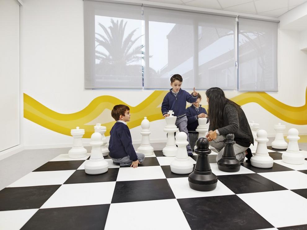 En clase de ajedrez.