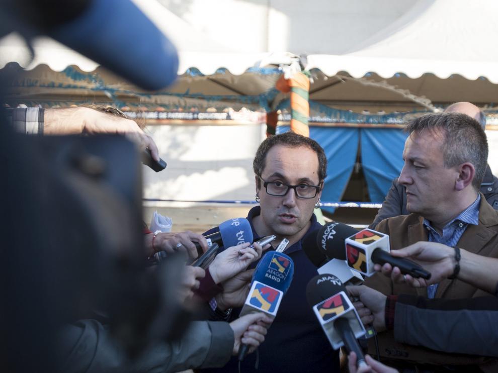 Alberto Cubero habla con los medios de comunicación la mañana después del accidente.