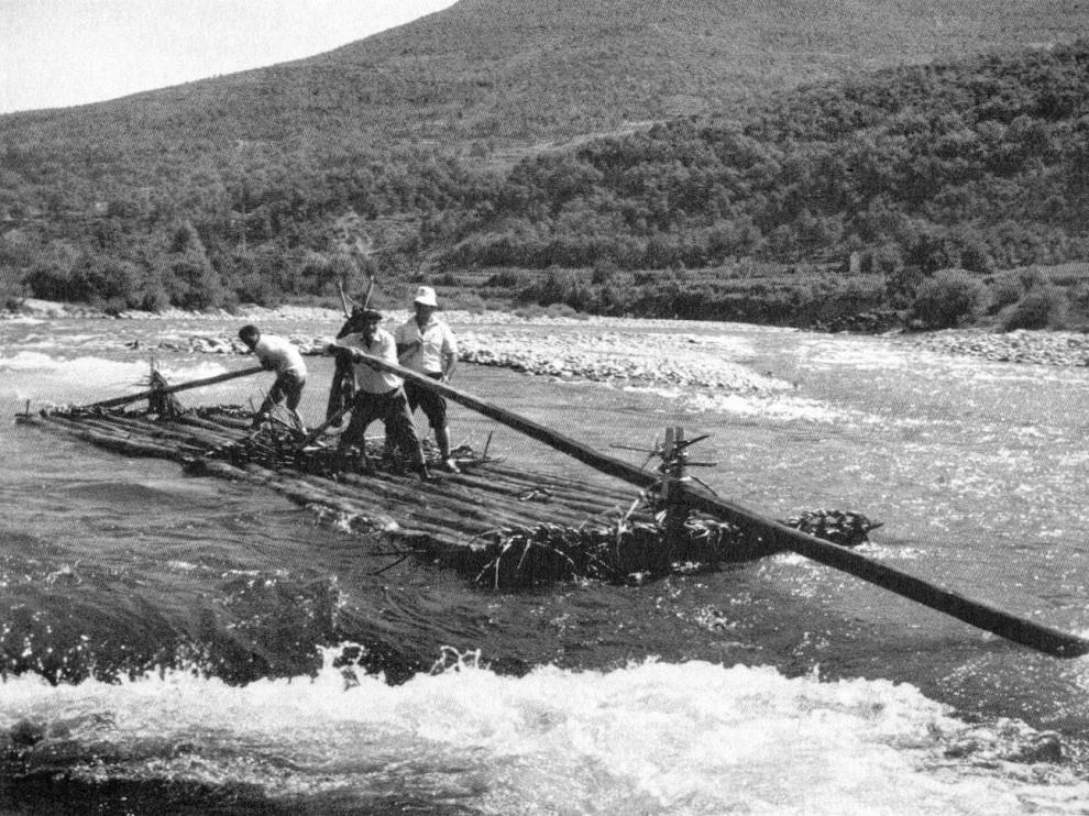 Descenso de nabatas por el Cinca en 1983.